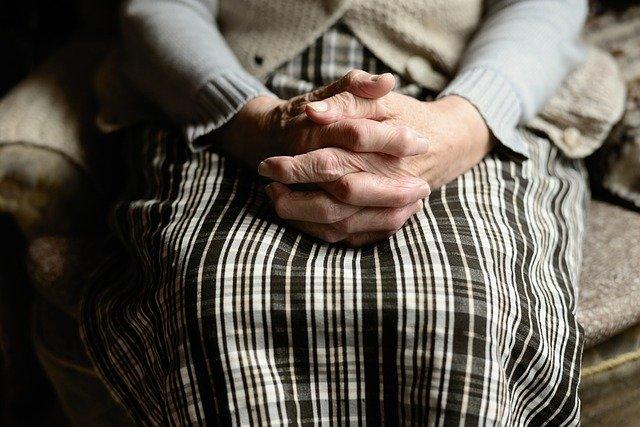 おばちゃんの手