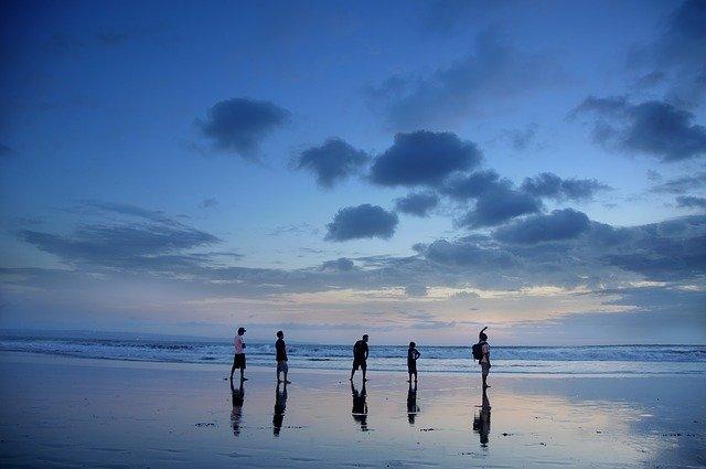 海への家族旅行