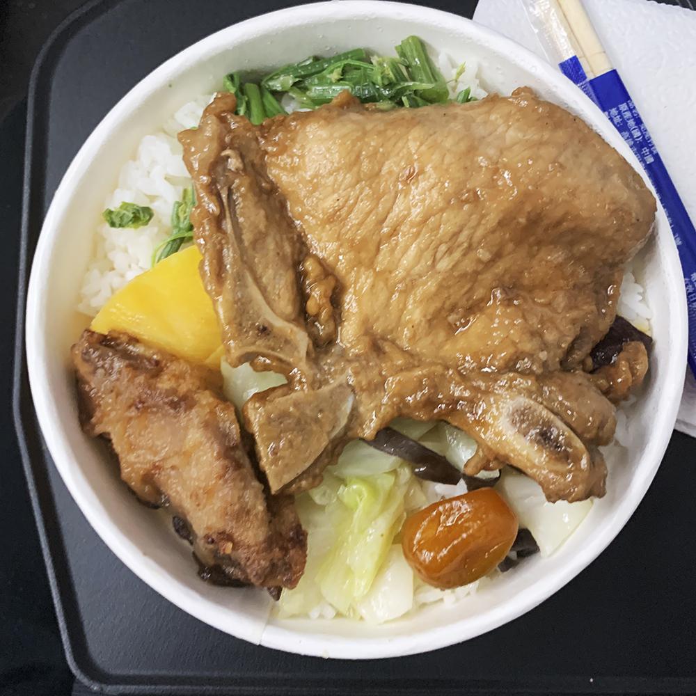 花蓮駅で買った台鐵弁当