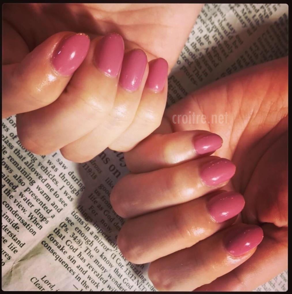 ピンク色のネイル