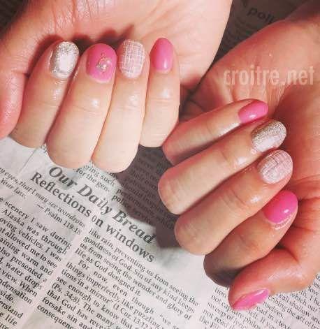 ツイード柄とピンクのネイル
