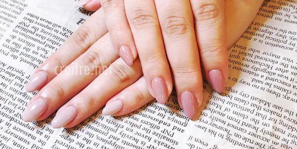 くすみピンク色のネイル