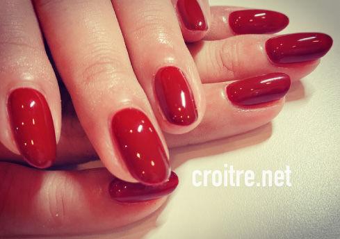 赤いネイル