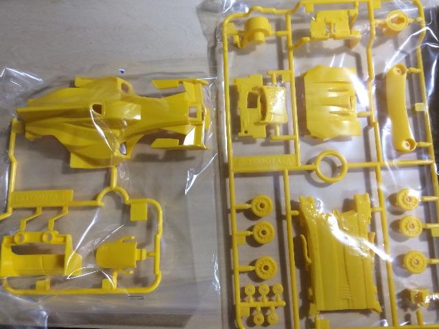 ボディ類。黄色で統一。