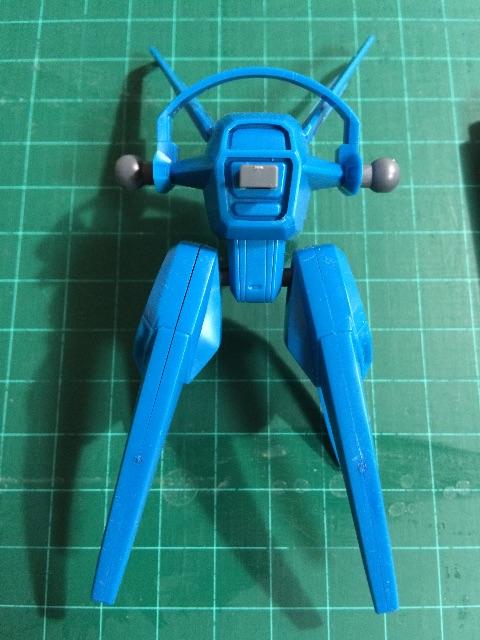 小型スラスターの部分。白化したところはリアルタッチマーカーの青を塗って、ぼかしペンで伸ばしてかくしてます。
