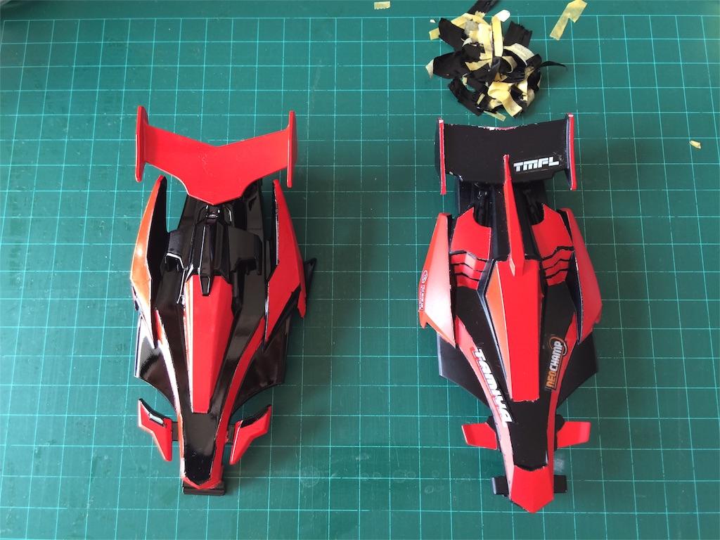 先代アバンテX(Redeye Mk.I、右側のボディ)との比較。ぬりわけパターンが全く一緒ってどういうことや