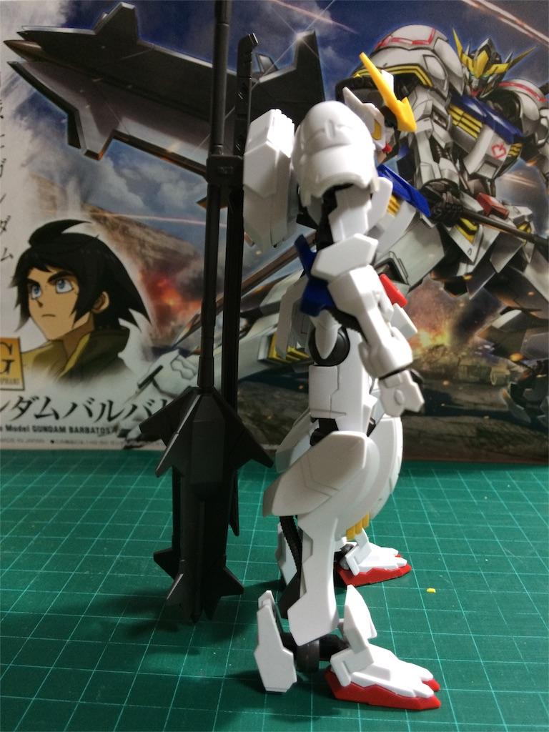 武器は背部に懸架可能、ただししっかり固定しないとぽろぽろ落ちる