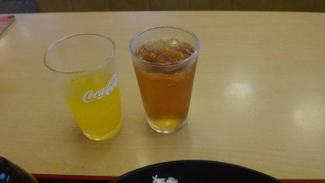 ジョイフル ドリンクバー 爽健美茶とオレンジソーダ