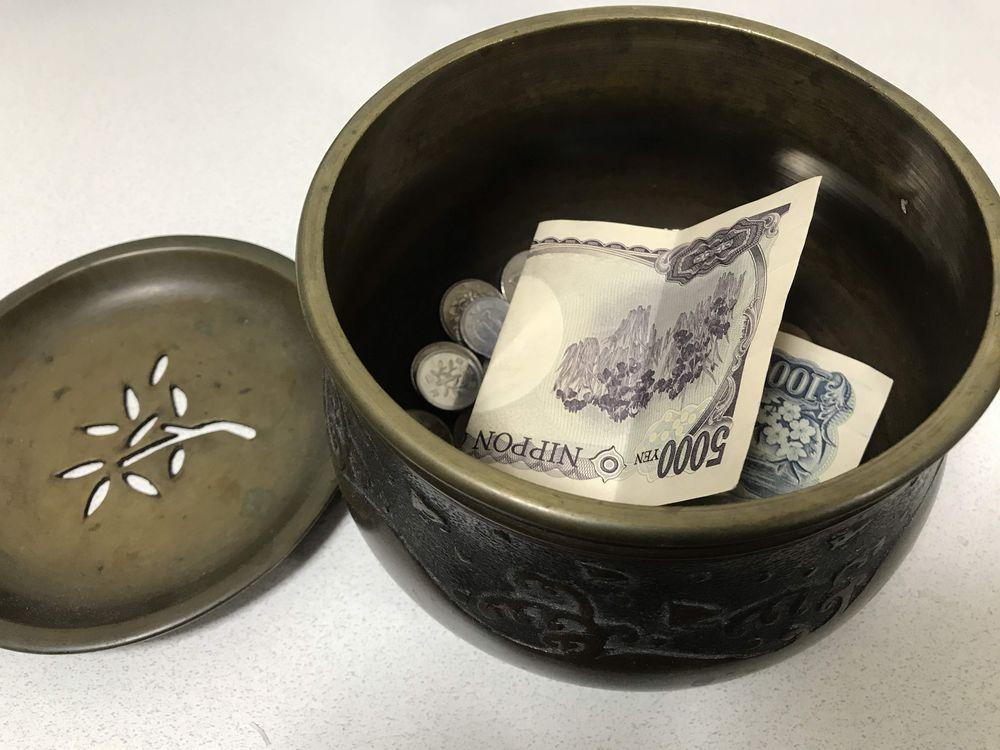 茶道に使う建水(けんすい)に現金保管