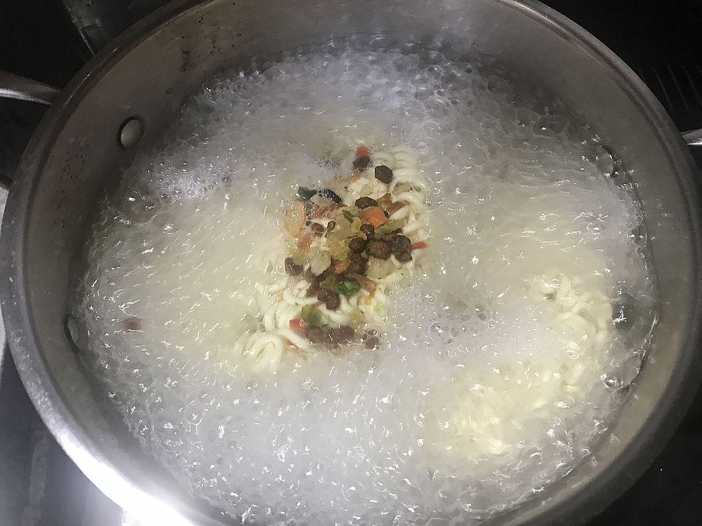 チャパゲティ茹でる