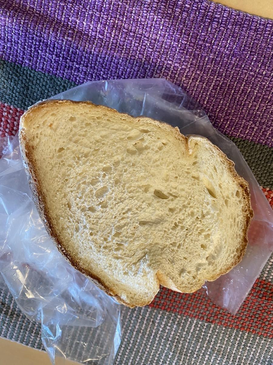無残な形になった食パン