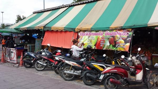 パタヤ ナックルアの魚市場画像