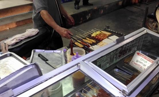タイの串焼き屋台画像