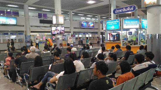 バンコクのバスターミナル画像