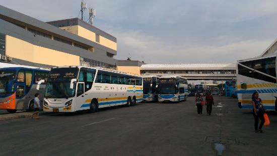 タイの長距離VIPバス画像