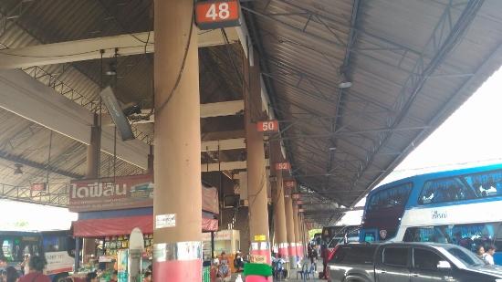 タイの長距離VIPバス乗り場画像