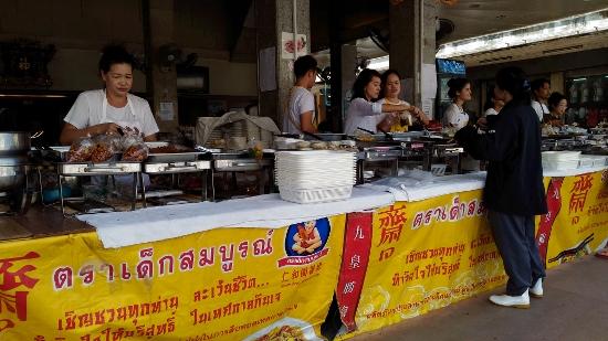 タイのキンジェー食堂画像