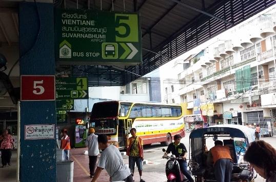 ビエンチャン行きバス画像