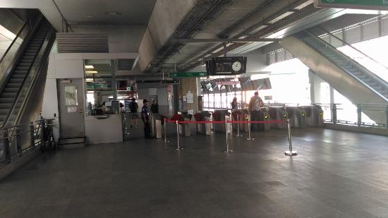 パヤタイ駅改札画像