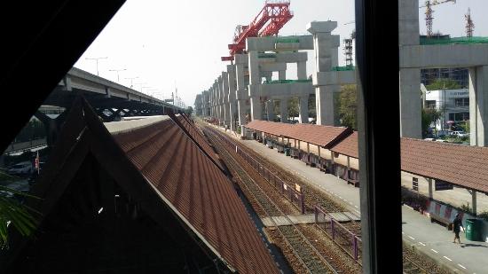 タイ国鉄ドンムアン空港駅画像