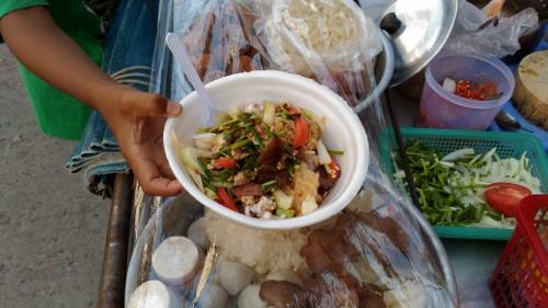 タイのイサーン料理ヤムママー画像