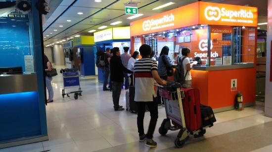 スワンナプーム空港でタイバーツ画像