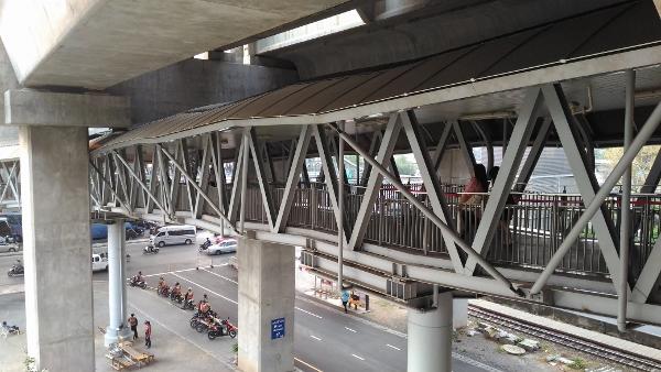 マッカサン駅のスカイウォーク画像