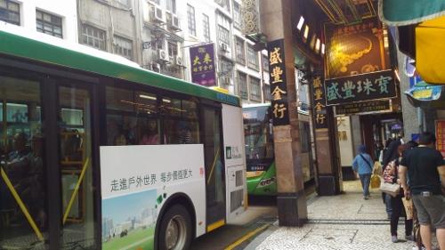 マカオの市内バス停画像
