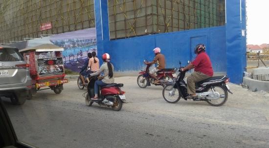 カンボジアのバイク画像