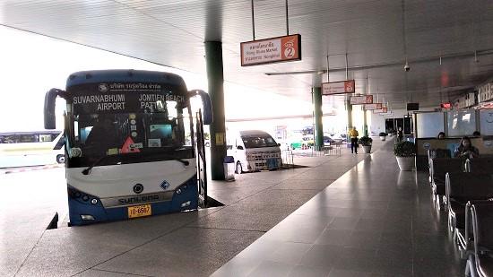 スワンナプーム空港からバスでパタヤへ画像