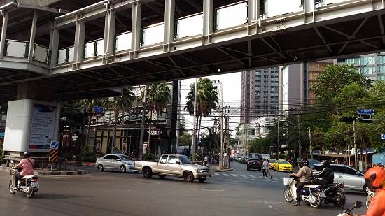 バンコクのエカマイバスターミナル画像