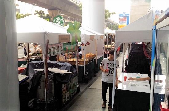 バンコクのシーロムで食事駅画像