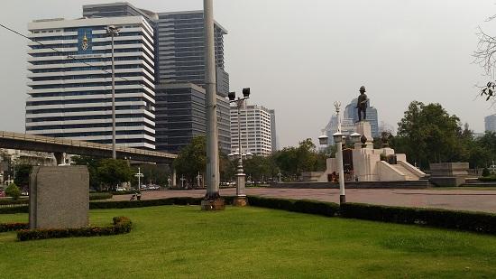 バンコクのシーロムとルンピニー公園画像