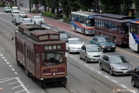 レトロ調電車101とレトロ調バス  2009-08-05 13:25:17