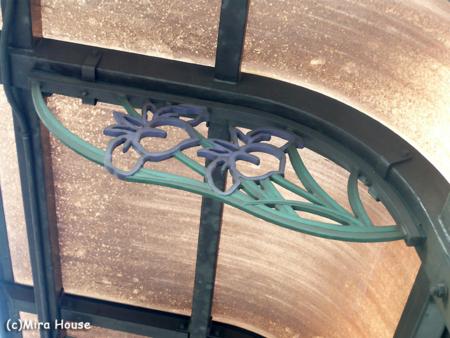 通町筋電停の装飾 2009-03-24 15:26:44
