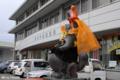 [熊本][ポスト]2009-10-09 14:03:18 中央郵便局前のタヌキ@ハロウィーン