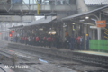 [電車] 大混雑のホーム