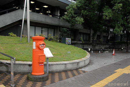 郵便差出箱1号丸型 (1949~) 日本郵政グループビル前@熊本市