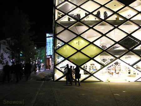 2006-11-12 17:40:22 表参道 Prada