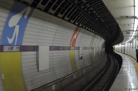 半蔵門線三越前駅 2011-50-06 13:03