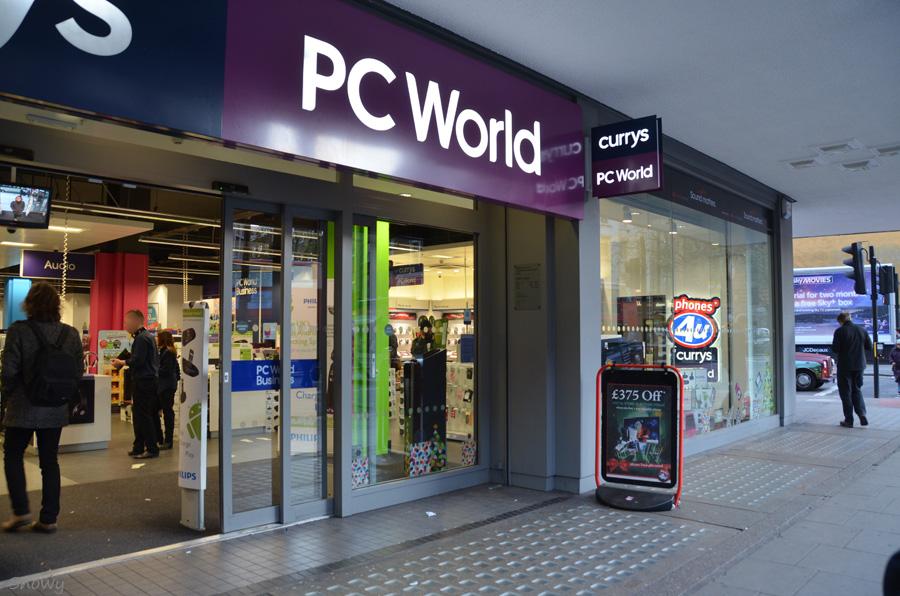 カムデンの PC World 2011-12-05 15:01:14