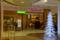 ヒースロー空港免税店のクリスマスツリー 2011-12-06 16:49:45