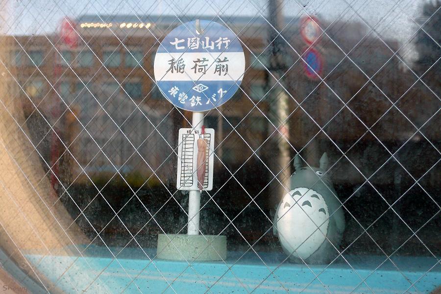 弥生坂の途中の窓 2012-03-24