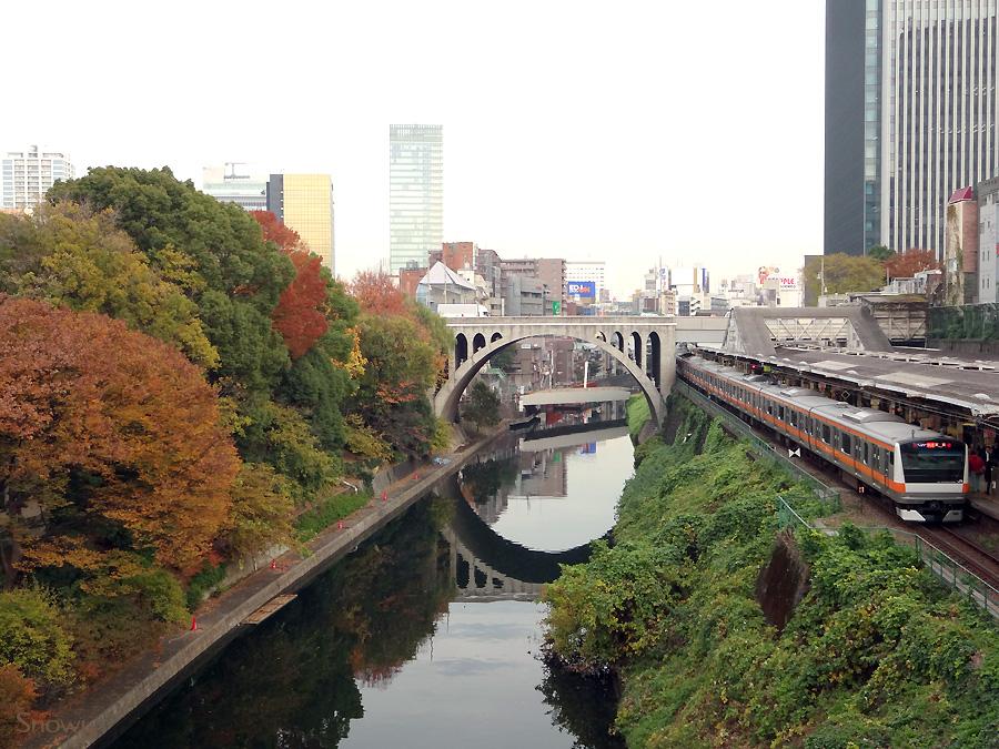 お茶の水橋から聖橋を見る 2012-11-29 15:13:57