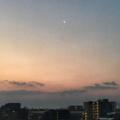 [空][雲][朝焼け][月]夜明の細い月(2018-03-14)