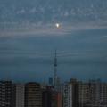 [東京][月]中秋の名月前日の月とスカイツリー(2018-09-23)