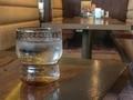 [レストラン][グラスと机]肉の万世秋葉原本店4F(2019-02-06)