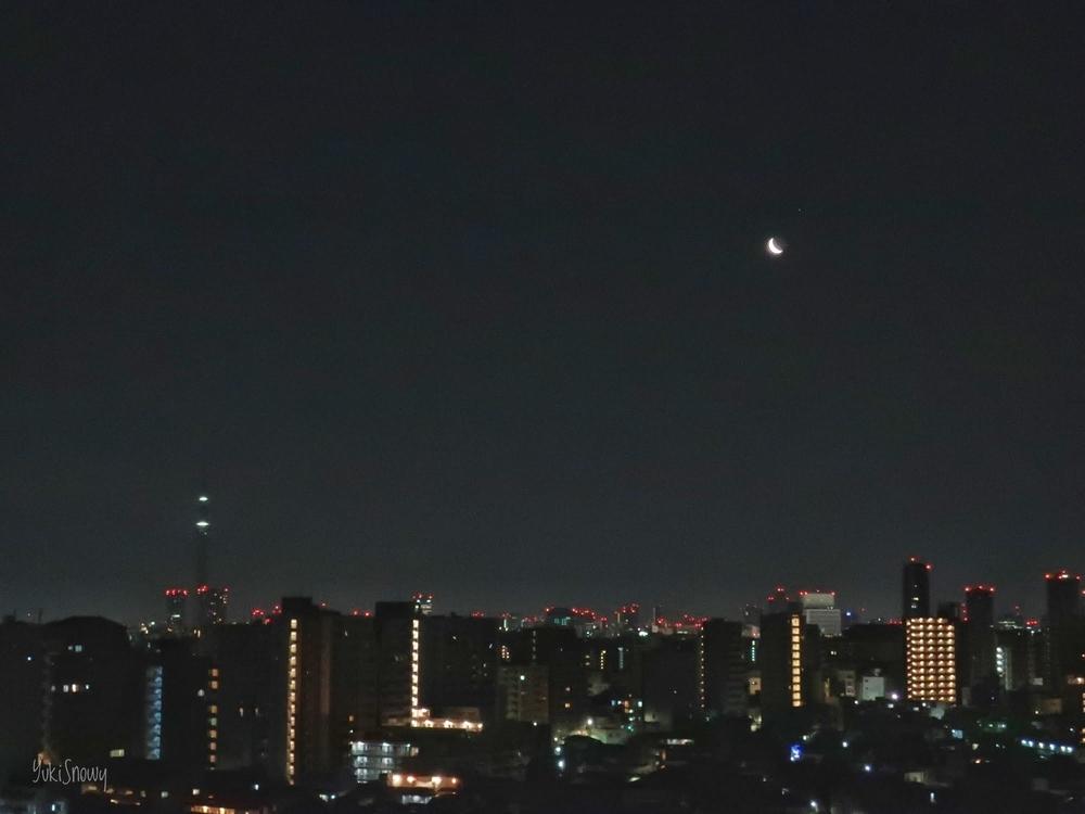 月とスカイツリー(2019-03-02 04:42)