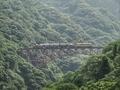 [熊本][阿蘇]第一白川橋梁を行くトロッコ列車ゆうすげ号(2015-06-01 14:53)