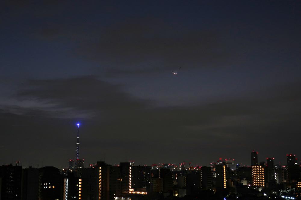 明けの明星と月(2020-12-13 05:55)